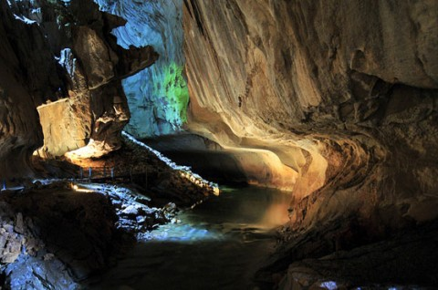 article-2-caving