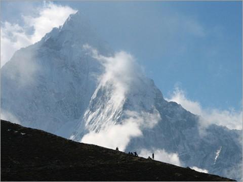 article-2-mountain-trekking