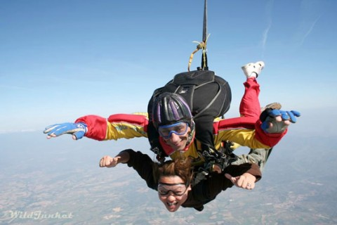 article-2-skydiving